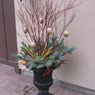 Inspiration for a small traditional full sun courtyard brick landscaping in Grand Rapids for winter.