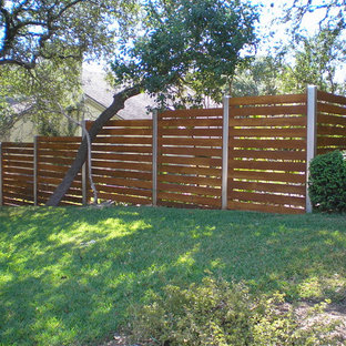 Design ideas for a mid-sized traditional full sun backyard retaining wall landscape in Austin for spring.