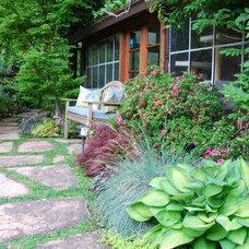 Traditional Landscape by John Montgomery Landscape Architects