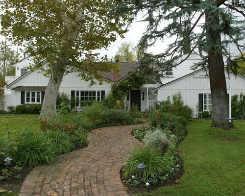 Best Farmhouse Front Yard Landscape Design Ideas & Remodel ... on Farmhouse Backyard Landscaping id=16259