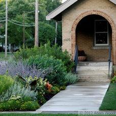 Eclectic Landscape by Adam Woodruff + Associates, Garden Artisans