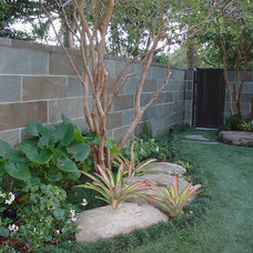 Modern Landscape by Yardco Rock and Stone