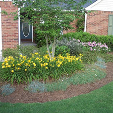 Traditional Landscape by Classic Landscapes, Inc.