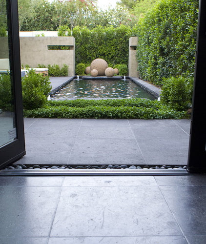 contemporary landscape by BERGHOFF DESIGN GROUP