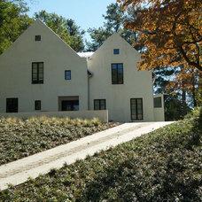 Modern Landscape by Howard Design Studio