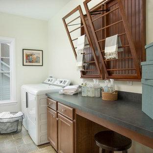 Immagine di una sala lavanderia classica di medie dimensioni con ante con riquadro incassato, ante in legno scuro, top in laminato, pareti bianche, pavimento in travertino, lavatrice e asciugatrice affiancate e top verde