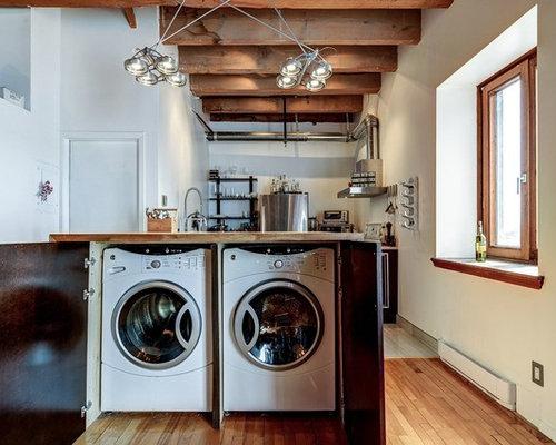 Hauswirtschaftsraum mit hellbraunen holzschränken und
