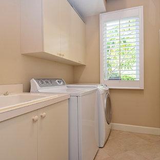 Immagine di una lavanderia tropicale