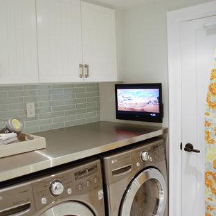 Laundry room - contemporary laundry room idea in Toronto