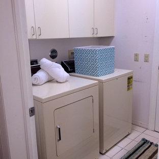 Laundry room - transitional laundry room idea in Miami