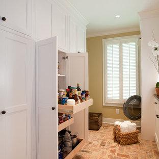 Foto di una lavanderia classica con pavimento in mattoni