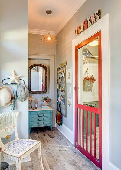 Shabby-chic Style Laundry Room by Centerbeam Construction