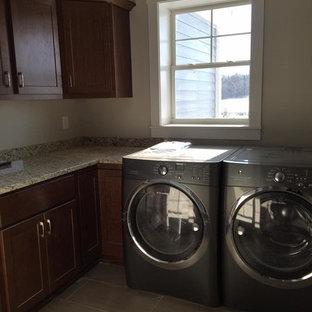 Idee per una lavanderia multiuso stile americano di medie dimensioni con ante in stile shaker, ante in legno scuro, top in granito, pareti beige, pavimento in vinile, lavatrice e asciugatrice affiancate e pavimento beige