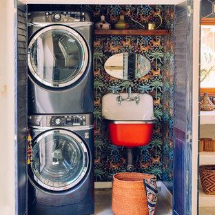 Bild på en eklektisk tvättstuga