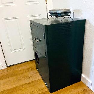 Esempio di una lavanderia minimalista con ante lisce