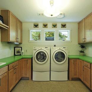 Esempio di una lavanderia chic con lavello da incasso e top verde