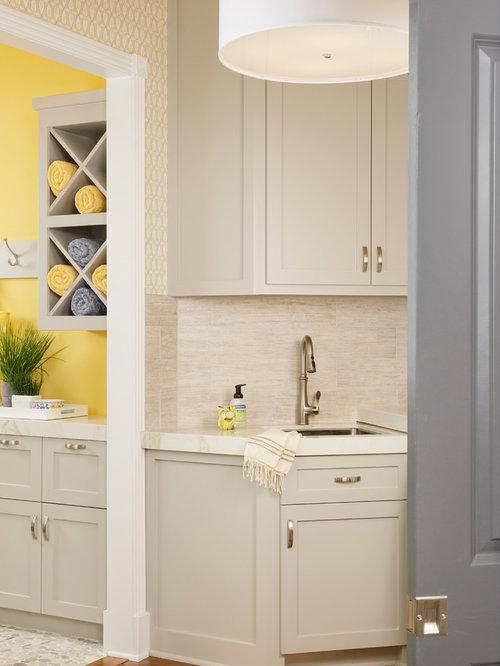 Foto e Idee per Lavanderie - lavanderia moderna con pareti multicolore