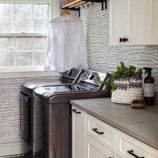 Foto di una piccola sala lavanderia tradizionale