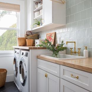 Idee per una lavanderia stile marino