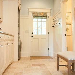 Idéer för stora lantliga linjära grovkök, med en undermonterad diskho, luckor med upphöjd panel, skåp i slitet trä, granitbänkskiva, travertin golv, tvättmaskin och torktumlare byggt in i ett skåp och beige väggar