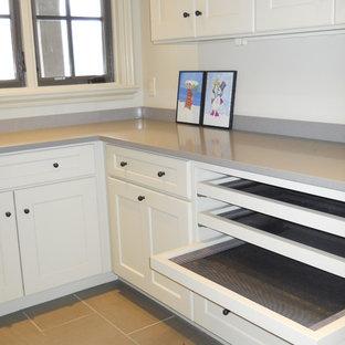 Immagine di una lavanderia eclettica di medie dimensioni