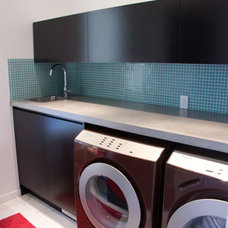 Modern Laundry Room by Vadessa Kitchens