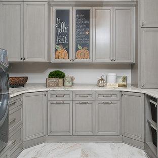 Idéer för vintage tvättstugor enbart för tvätt, med luckor med infälld panel och grå skåp