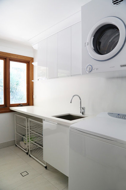 Contemporary Laundry Room by Darra Joinery