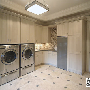 Laundry room - traditional laundry room idea in Chicago