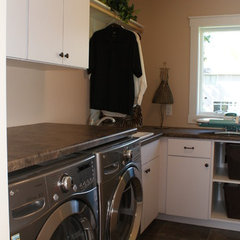 traditional laundry room by Howard Homes, Inc.