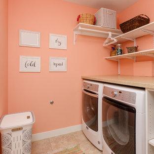Inspiration för små klassiska linjära flerfärgat tvättstugor enbart för tvätt, med öppna hyllor, vita skåp, laminatbänkskiva, en tvättmaskin och torktumlare bredvid varandra, orange väggar, klinkergolv i keramik och beiget golv