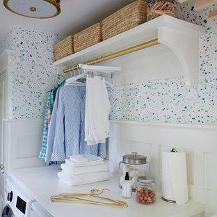 Inspiration för små klassiska parallella tvättstugor enbart för tvätt, med klinkergolv i terrakotta och en tvättmaskin och torktumlare bredvid varandra