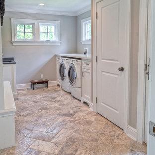 Inspiration för ett stort vintage vit parallellt vitt grovkök, med en undermonterad diskho, luckor med infälld panel, vita skåp, bänkskiva i koppar, beige väggar, travertin golv, en tvättmaskin och torktumlare bredvid varandra och beiget golv