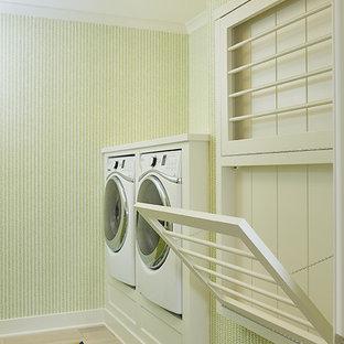 Idee per una grande sala lavanderia classica con ante con riquadro incassato, ante bianche, lavatrice e asciugatrice affiancate e pavimento multicolore