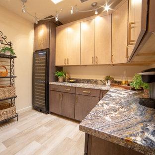 Foto di un'ampia lavanderia multiuso stile shabby con ante lisce, ante in legno scuro, top in granito, pavimento in gres porcellanato e top multicolore
