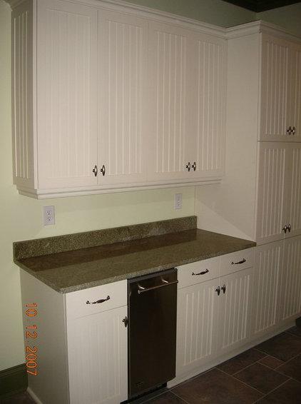Farmhouse Laundry Room by Grainda Builders, Inc.