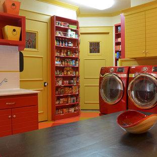 Foto på en vintage tvättstuga, med röda skåp