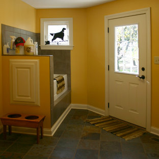 Example of a classic laundry room design in Columbus