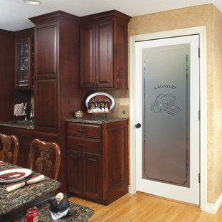 Example of a classic laundry room design in Chicago
