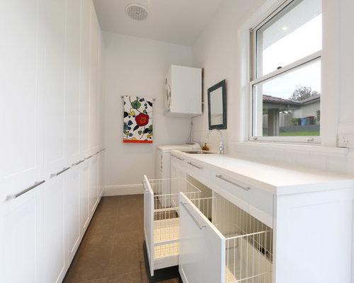 hauswirtschaftsraum mit wei en schr nken und waschbecken. Black Bedroom Furniture Sets. Home Design Ideas
