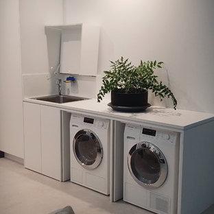 Foto på en shabby chic-inspirerad tvättstuga