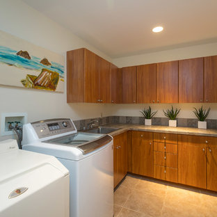 Laundry room - tropical laundry room idea in Hawaii