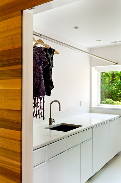 Midcentury Laundry Room by Jeff Jordan Architects LLC