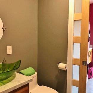 Idee per una piccola lavanderia multiuso design con lavello sottopiano, ante in stile shaker, ante in legno bruno, top in granito, pareti rosa, pavimento in gres porcellanato e lavatrice e asciugatrice a colonna