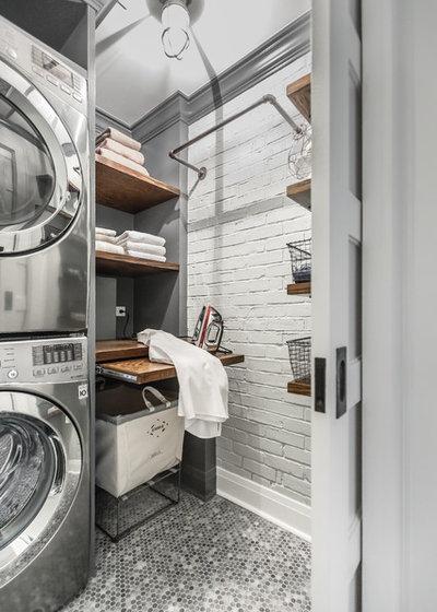 Industriell Tvättstuga by Designstorms LLC