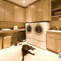 traditional laundry room by Project Partners Design, Inc.