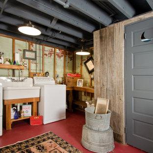 Idéer för att renovera ett mellanstort eklektiskt l-format grovkök, med en rustik diskho, öppna hyllor, träbänkskiva, gröna väggar, betonggolv, en tvättmaskin och torktumlare bredvid varandra och skåp i mellenmörkt trä