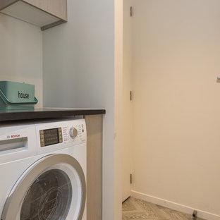 Foto di una lavanderia design con moquette e pavimento grigio