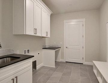 L-Shaped Home : Mud Room