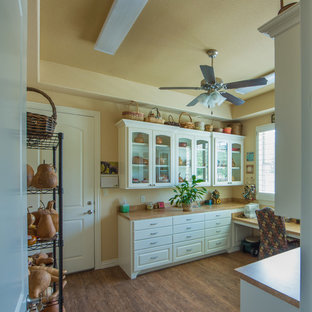 Photo of a traditional laundry room in Dallas.